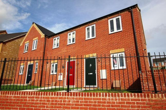 2 bed end terrace house for sale in Northolme View, Gainsborough