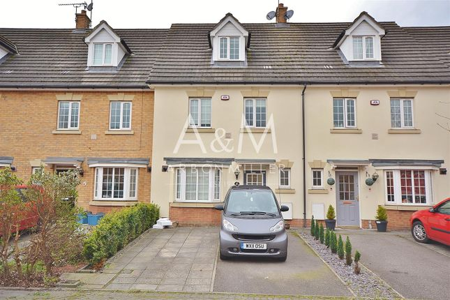 Thumbnail Property to rent in Genas Close, Ilford