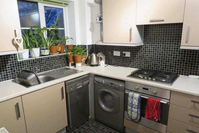 2 bed flat to rent in Anzio Road, Devizes SN10