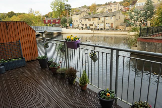 Thumbnail Flat for sale in Parkwood Road, Huddersfield