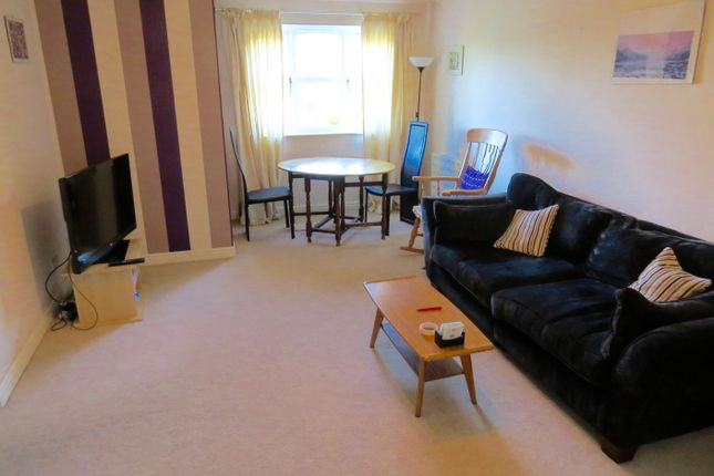2 bed flat to rent in Simms Gardens, East Finchley