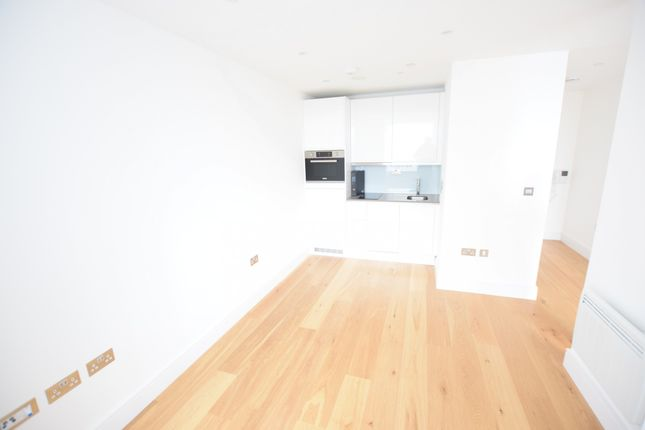 Thumbnail Studio to rent in High Street, Slough, Berkshire