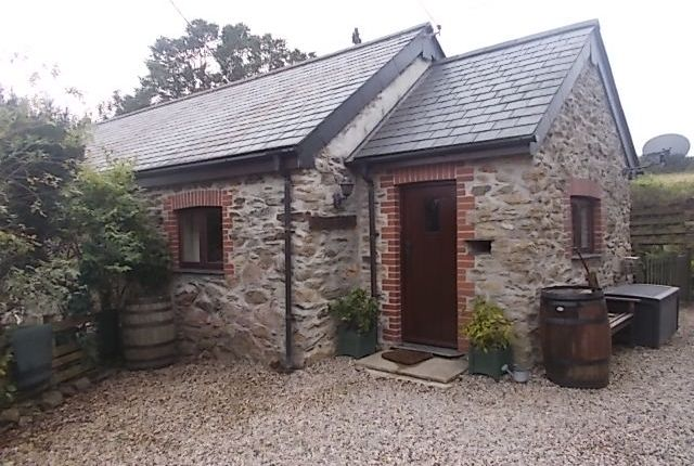 2 bed barn conversion to rent in Trenant Barton, Duloe