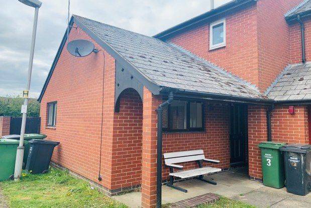 2 bed flat to rent in De La Bere Close, Evesham WR11