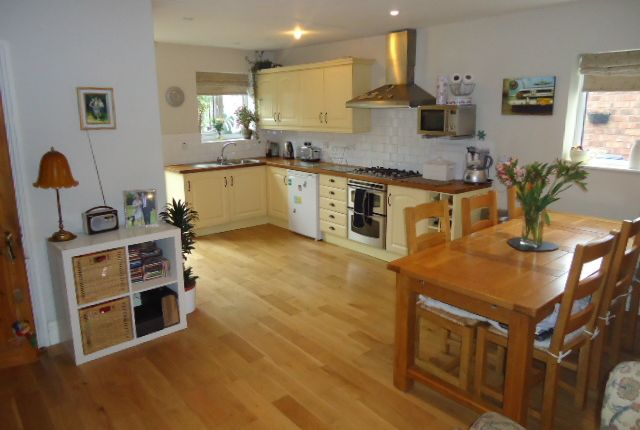 Thumbnail Cottage to rent in Peacefield, Marple, Stockport