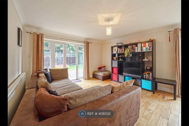 Thumbnail Bungalow to rent in Market Place, London