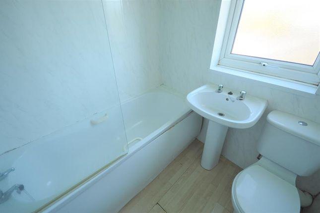 Bathroom of Scarborough Road, Filey YO14