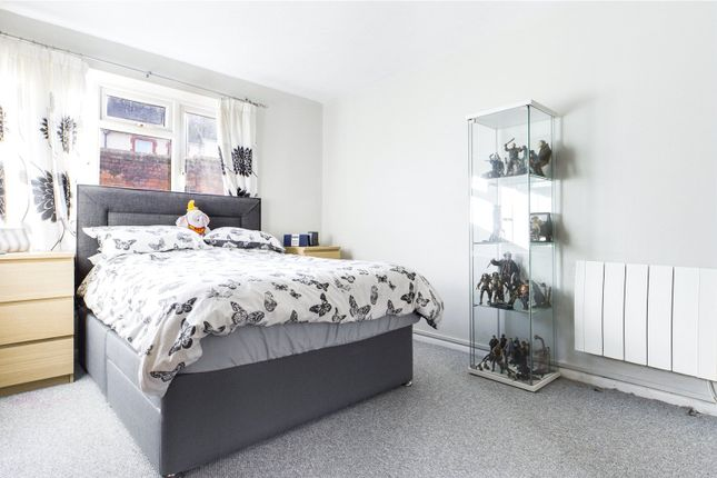 Bedroom of Groveland Place, Reading, Berkshire RG30