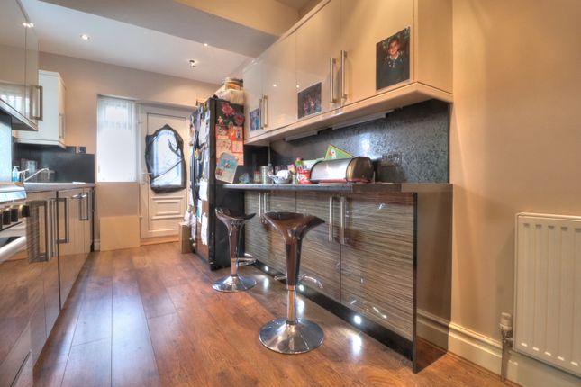 Kitchen B of Redburn Drive, Shipley BD18