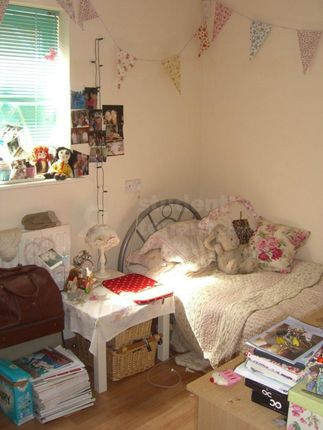 Thumbnail Shared accommodation to rent in Steven Close, Chatham, Medway