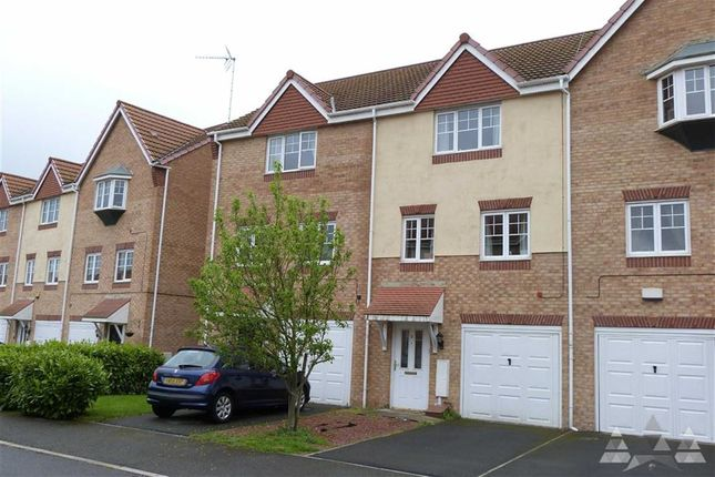 Thumbnail Town house to rent in White Rose Avenue, Mansfield, Nottinghamshire