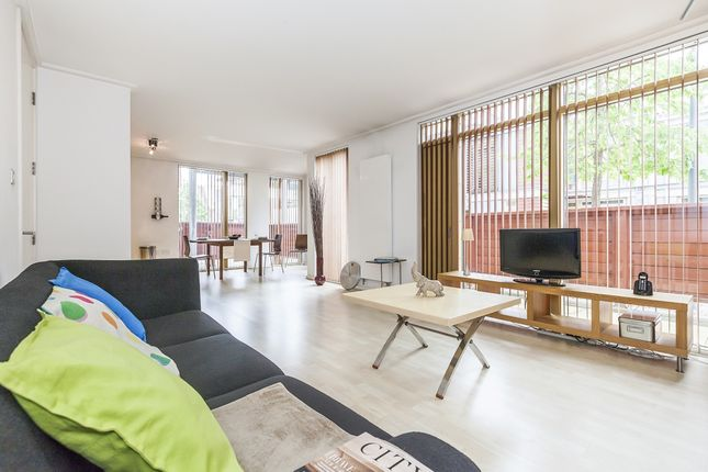 Thumbnail Flat to rent in Greenroof Way, London