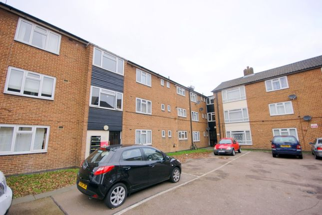 3 bed flat to rent in Church Road, Leyton