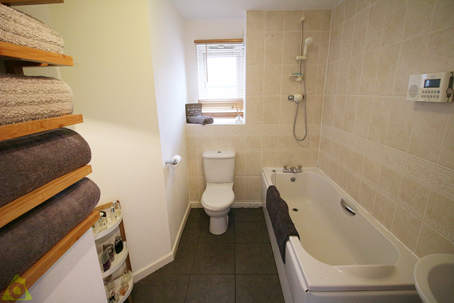 Family Bathroom of Anderby Place, Westhoughton BL5