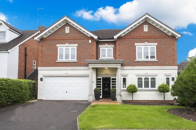 Thumbnail Detached house for sale in Fallow Fields, Loughton