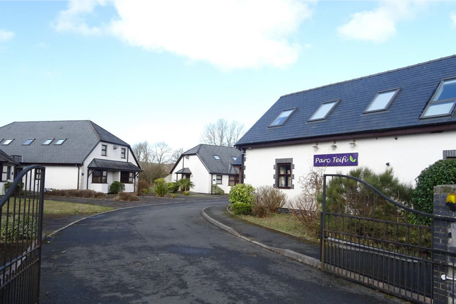 Thumbnail Hotel/guest house for sale in Bridge Street, Pontryhdfendigaid