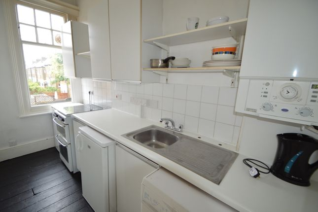 2 bed flat to rent in Denton Street, Wandsworth