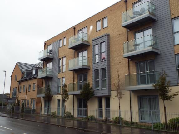 Thumbnail Flat for sale in Holly Acre, Dunstable, Bedfordshire, England