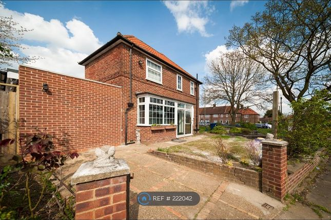 Thumbnail Semi-detached house to rent in Littlefield Rd, Edgware