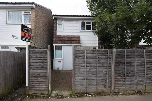 Main Picture of Mascotts Close, London NW2