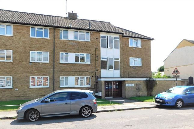 Thumbnail Flat for sale in Wyatt Road, Staines