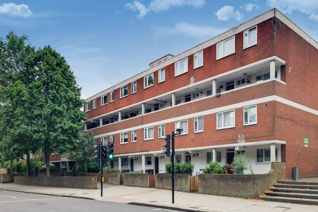 Thumbnail Flat for sale in Sancroft Court, Battersea