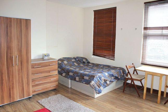 Studio to rent in Poplar Mews, Uxbridge Road, London