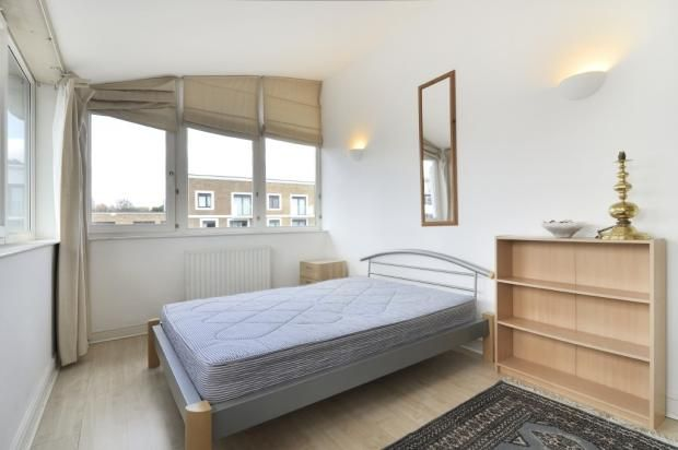 Thumbnail Flat to rent in Woodland Crescent, London