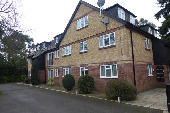 Thumbnail Flat to rent in Greys Road, Henley On Thames