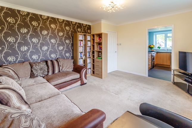 Lancaster court clyde road staines surrey tw19 1 bedroom flat flat for sale in lancaster court clyde road staines surrey freerunsca Images