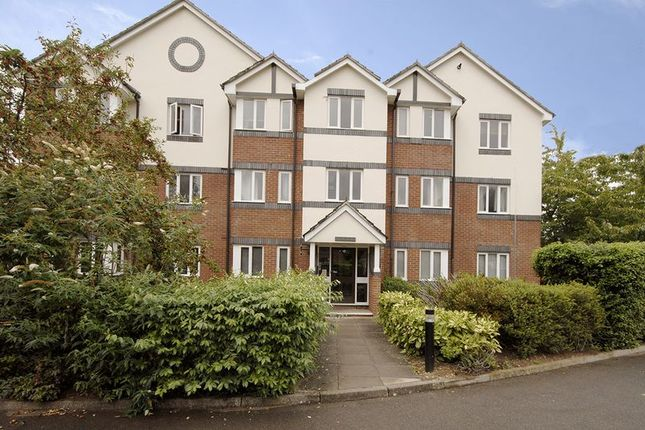 Thumbnail Flat to rent in Roydon Court, Mayfield Road, Hersham, Walton-On-Thames