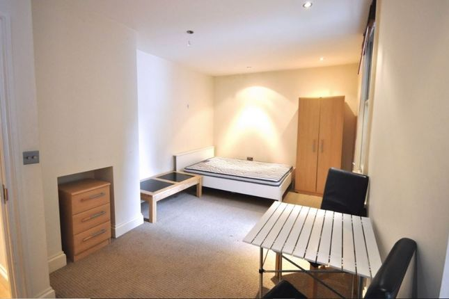 2 bed flat to rent in Hanson Street, London