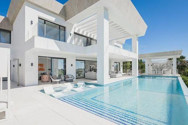 Thumbnail Villa for sale in El Paraiso, Estepona, Málaga, Spain