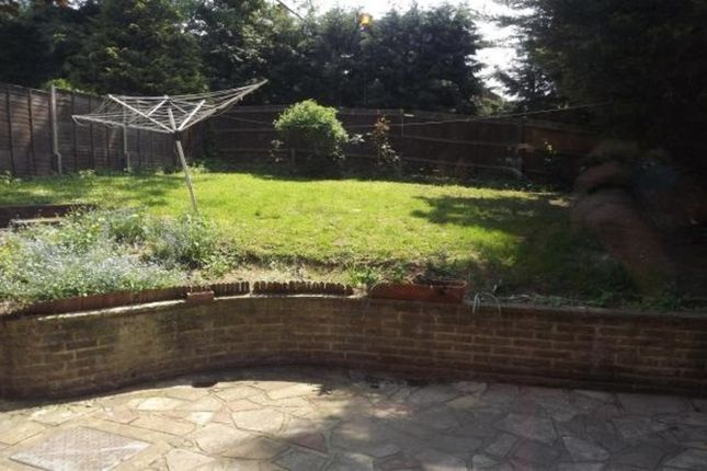Thumbnail Flat to rent in Beaumont Road, Purley