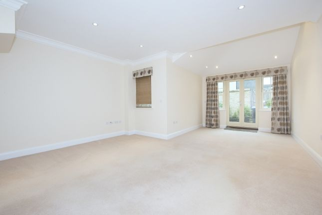 Thumbnail Terraced house to rent in Ashford Close, Woodstock