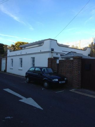 Thumbnail Bungalow to rent in Westbourne Villa, Hove