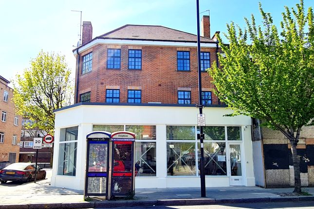 Retail premises to let in Caledonian Road, Islington