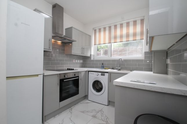 2 bed maisonette to rent in Cray Valley Road, Orpington BR5