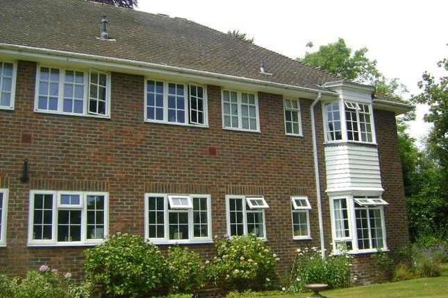 Thumbnail Flat to rent in Firgrove Court, Farnham