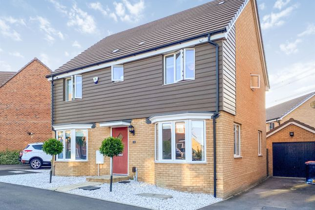 Thumbnail Detached house for sale in Siskin Grove, Leighton Buzzard