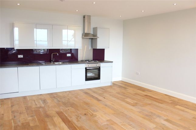 3 bed flat to rent in Stephenson House, The Grove, Gravesend, Kent DA12