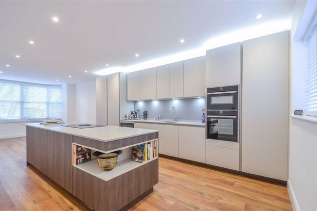 Thumbnail Flat for sale in Elm Road, Leigh-On-Sea, Essex