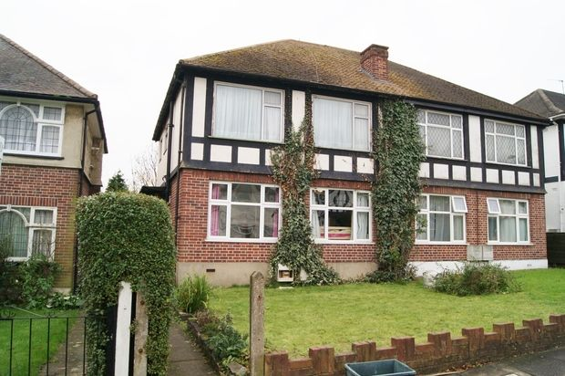 Thumbnail Flat to rent in Goring Way, Greenford