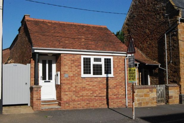 Thumbnail Cottage to rent in Main Street, Whilton, Northants