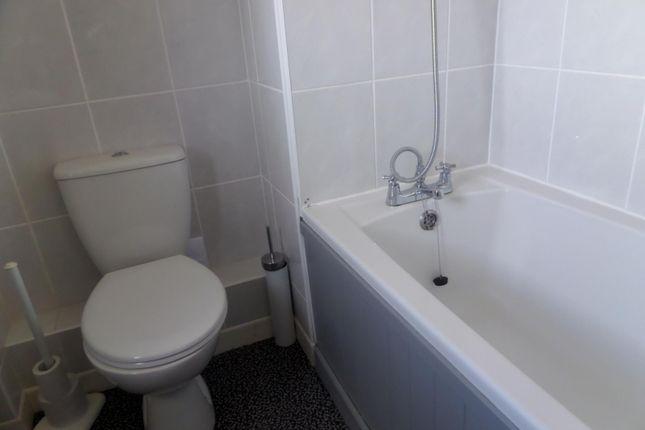 Bathroom of Pegasus Close, Hamble, Southampton SO31