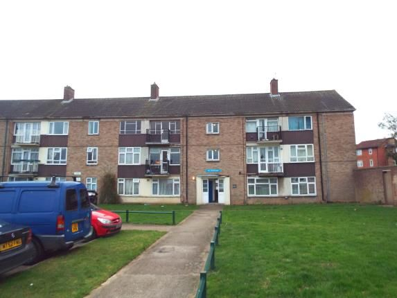 Thumbnail Flat for sale in Hoe Lane, Enfield, Hertfordshire