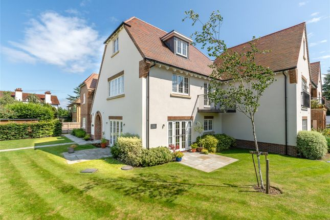 Thumbnail Flat for sale in Aspin Lodge, 38 North Park, Chalfont St Peter, Gerrards Cross