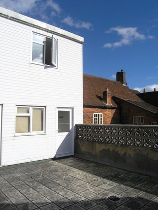 2 bed flat to rent in Market Place, Westbury