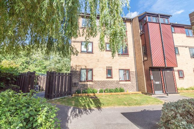 2 bed flat for sale in St. Pauls Court, Reading