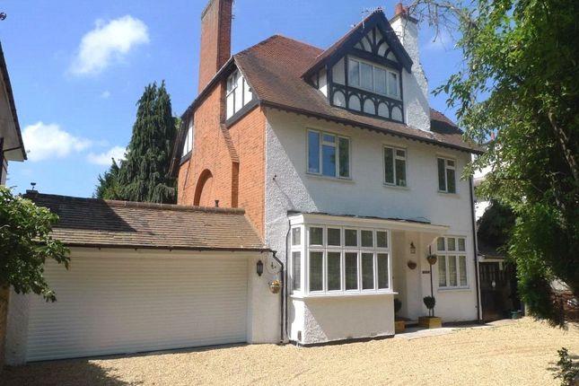 Thumbnail Flat to rent in The Avenue, Bushey, Hertfordshire
